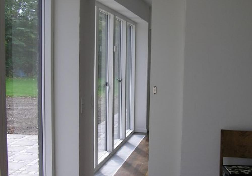 trægulv med vinduer til teresse